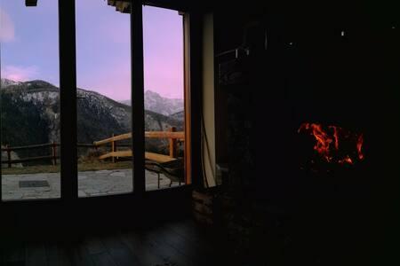Bilocale in baita con vista mozzafiato e giardino