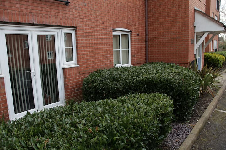 Sleeps 2-6 - Modern Ground Floor Apartment - Bedworth - Apartamento