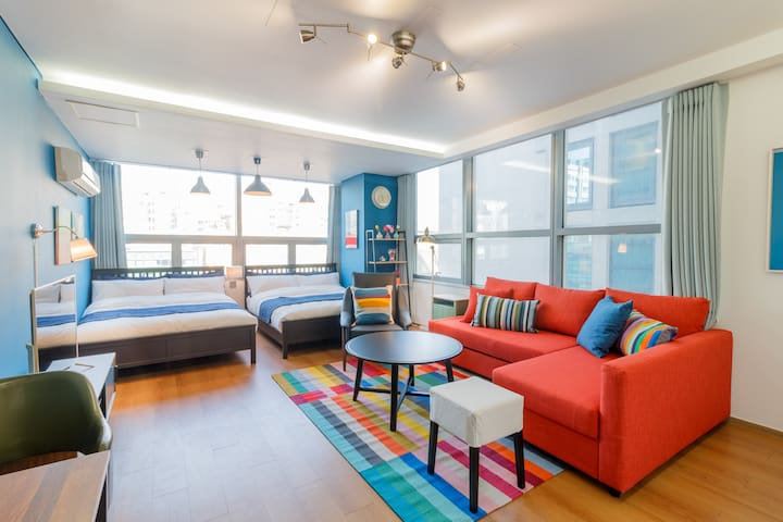 2. Large room for group next to Gangnam Station