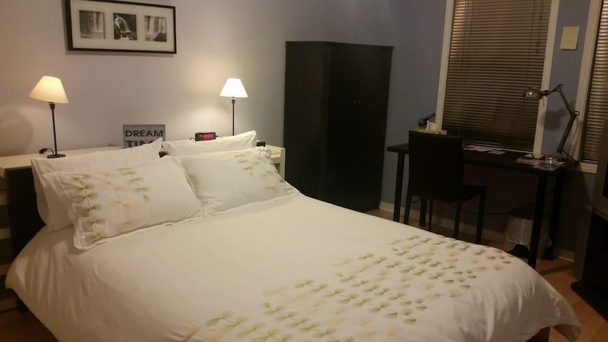 Private clean bedroom & bathroom