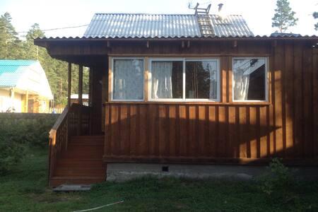 Уютный дом, ручей на участке, баня - Arshan - 独立屋