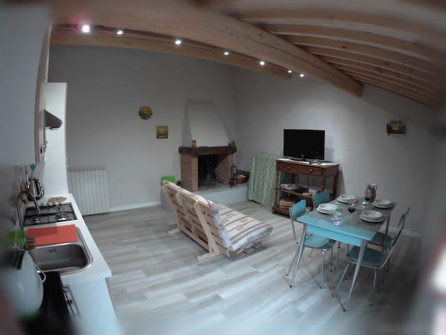 soggiorno\cucina, un ambiente dall'atmosfera calda e accogliente
