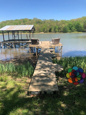 Quaint lake home near Chattanooga