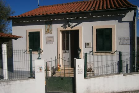 2 bed cottage with pool- Alvaiazere