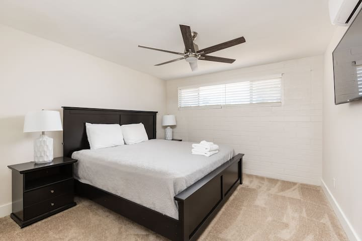 6th bedroom with queen size bed