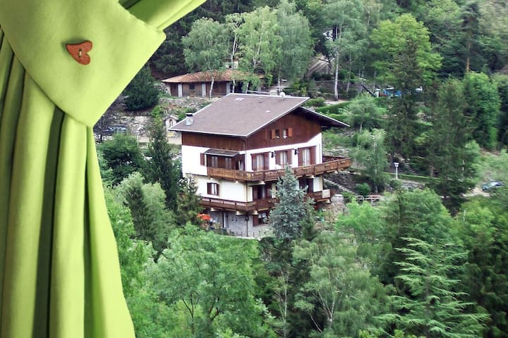 BnB L'Helleboro Verde tra i boschi di Viggiù