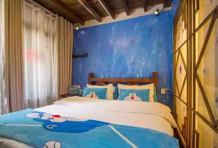 哆啦A梦主题房 (交通便利,有厨房可做饭,行程建议,喝茶聊天撸猫晒太阳)