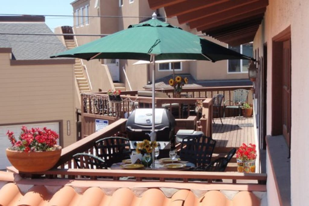 Outdoor Deck, with Ocean View! (Book adjacent unit too for family reunions or big groups!)