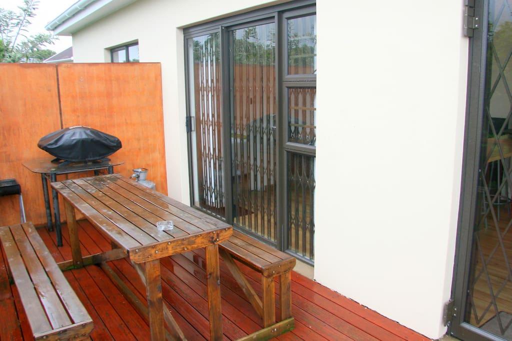 Bears Cottage Nr 1 - Deck and Braai area