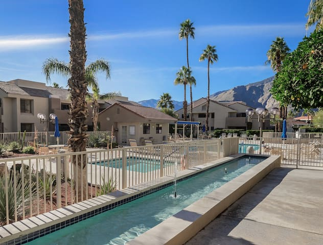 Hello Sunshine/Downtown Palm Springs 2 bed/2 Bath