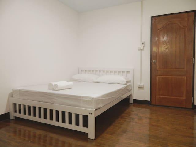 精簡雙人房間2F有衛浴_2001