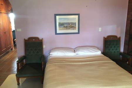 Buderim home with main bedroom & en-suite - Hus