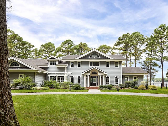 Retreat on Grace Creek - Jaw-Dropping Home for the Discerning Renter!