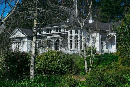 Moutoa House