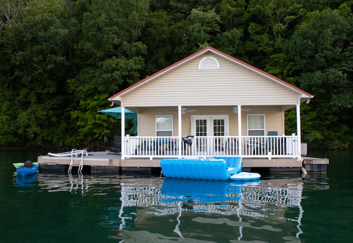 Norris Lake Floating House, Great Fun On the Water