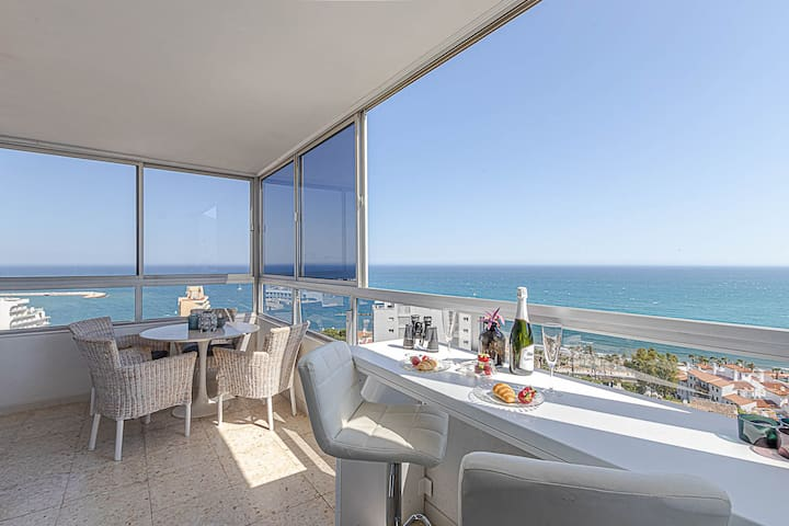 Apartment for 6 with incredible sea views.