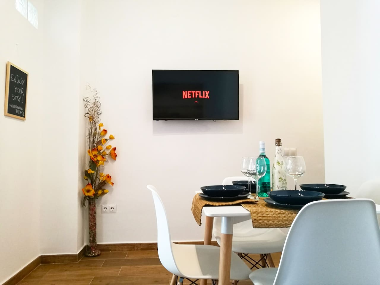 Living Room with Netflix, HBO, Youtube...