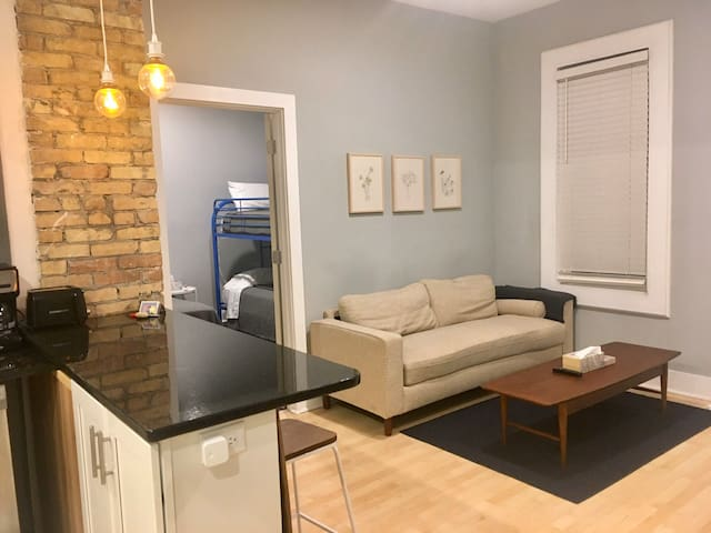 1 BR Apartment in Walkers Point, Sleeps 3