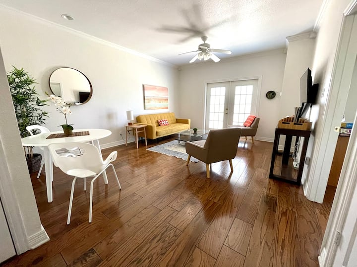 Private 2-bedroom apartment with river access!