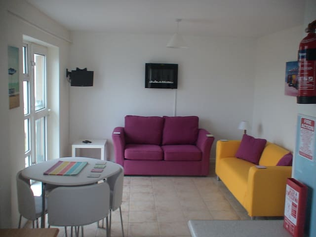 @BUNDORAN BEACH SEA-VIEWS SLEEPS 7&BABY TV/WASHER - Bundoran - Apartamento
