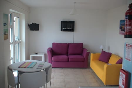 @BUNDORAN BEACH SEA-VIEWS SLEEPS 7&BABY TV/WASHER - 班多伦 - 公寓