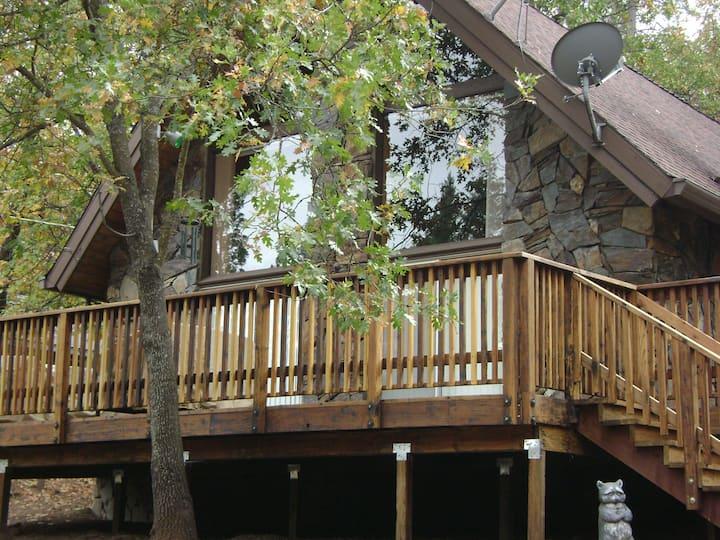 The Cabin-30min from Yosemite entrance