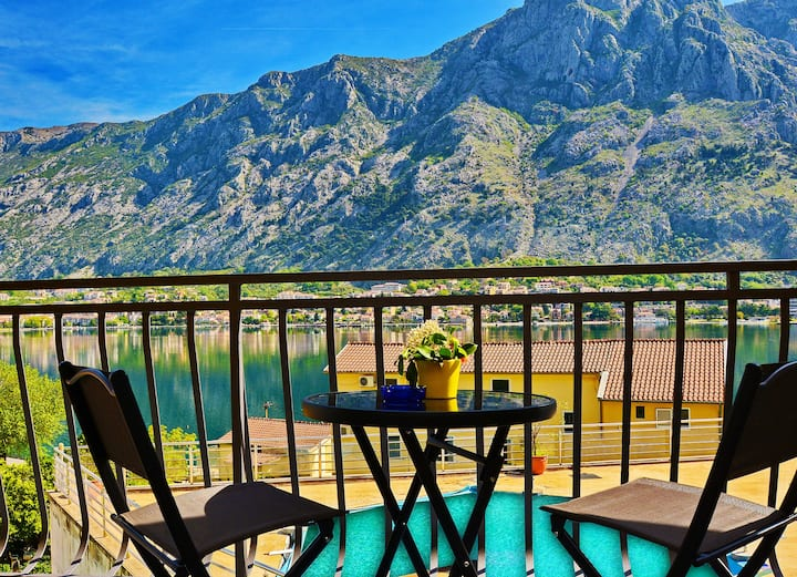 Studio with remarkable Bay view in Kotor