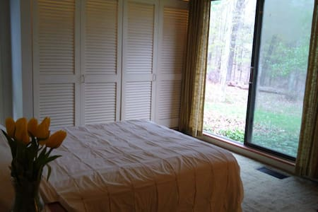 Forest retreat private double room,  near UConn.