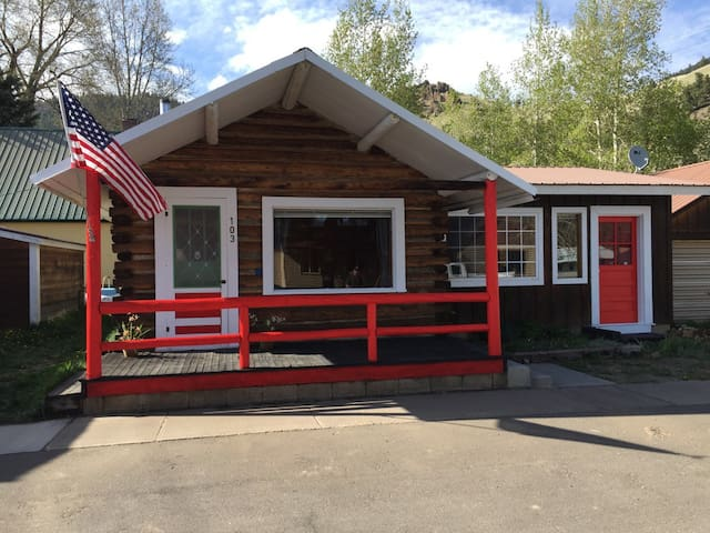 Sweet Creede Cabin! 103 E. 3rd St. Downtown Creede - Creede - Rumah