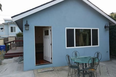 Oceanside stand alone beach cottage, fenced yard. - Oceanside
