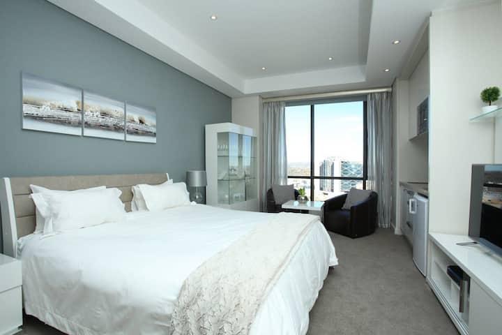 Sandton Skye - Luxury Apartment