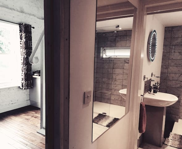 Comfy Private studio apartment w/en-suite bathroom