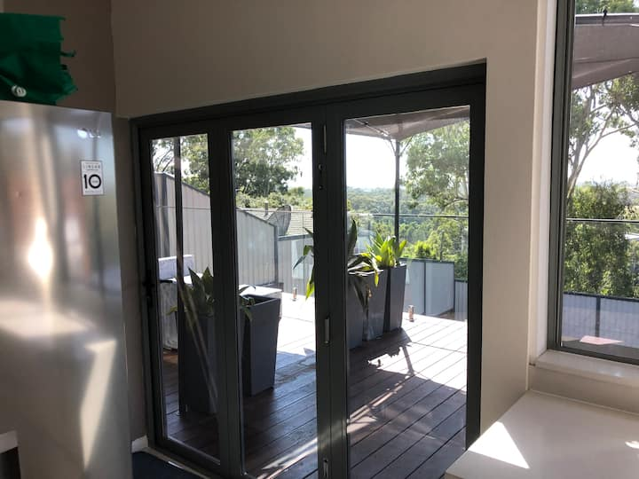 sleeps 6 Casula 3 bedroom SYDNEY-City views.