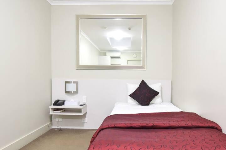 Isa Single Skylight Room