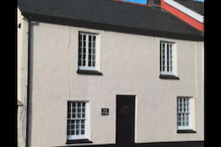 Toms' Cottage, Combe Martin. Short walk to the sea