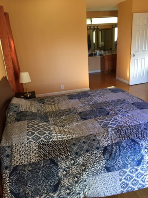 Master bedroom, en suite bathroom, walk-in closet