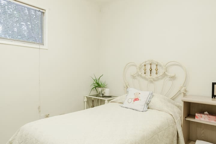 clean warm quiet otaku private room - Monterey Park - Bed & Breakfast