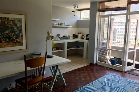 Cosy Studio in CBD - with unbelievable views - Cape Town