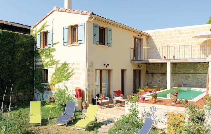Holiday cottage with 3 bedrooms on 83m² in Marsillargues