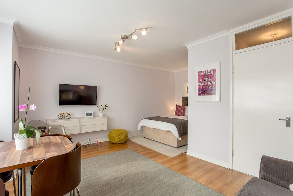 Welcome to your home away from home :-). Lots of light available in your  bedroom area including reading lights and dimable table lamps  for a relaxing stay
