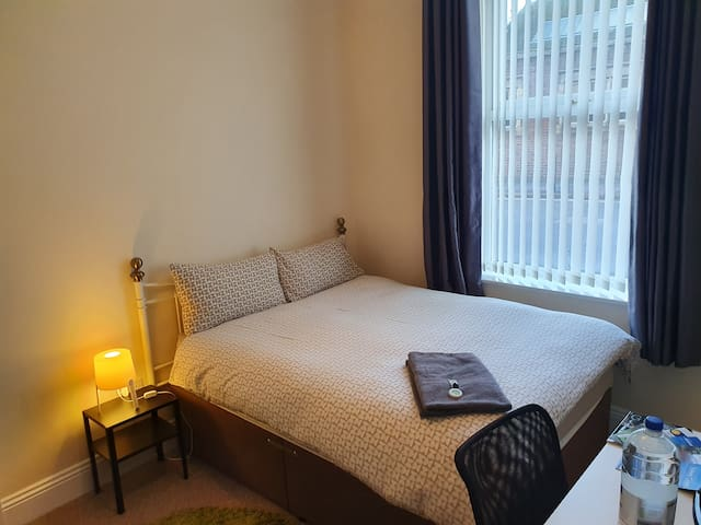 Carlisle Central, Ideal Location. Private Room.