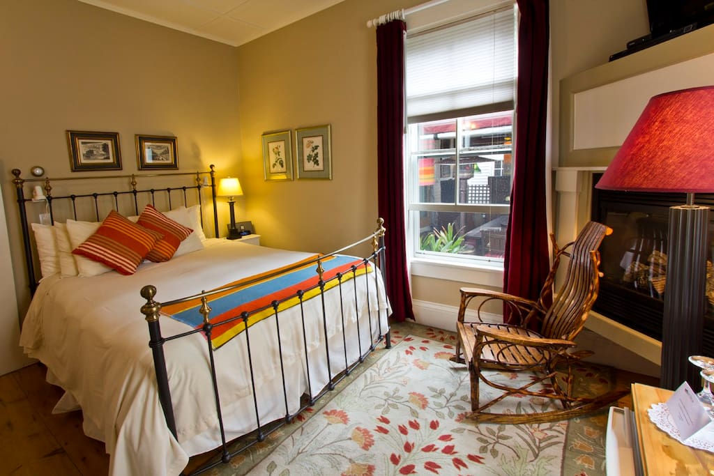 ► Room 1  Antique furnishings mixed with some contemporary pieces accent the rooms. Each room has a queen sized bed dressed in crisp linens and soft bedding - light cotton spreads in the summer and fluffy comforters in the colder months.