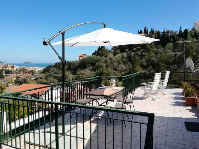 Bilocale con terrazza e posto auto