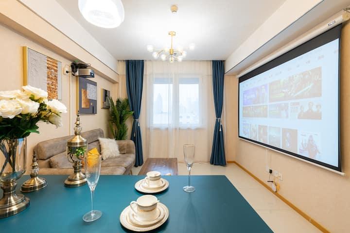 隐居繁华-超大投屏套房、位于滨江道商业街,能给您带来浪漫与震撼!