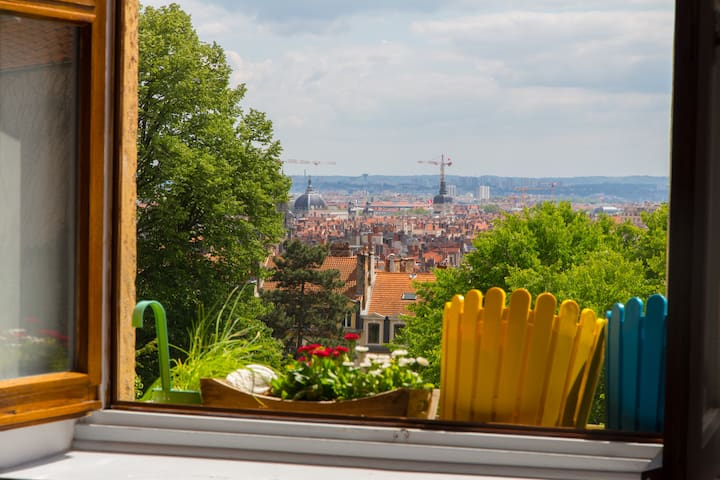 Appt + private garage - view & garden - 2/4 pers - Lyon - Appartement