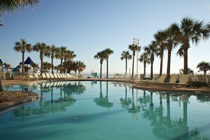 Ocean Walk Resort RIGHT ON THE BEACH ★ 4 POOLS
