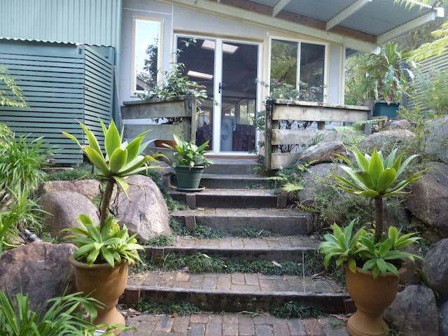 Woodford bush retreat