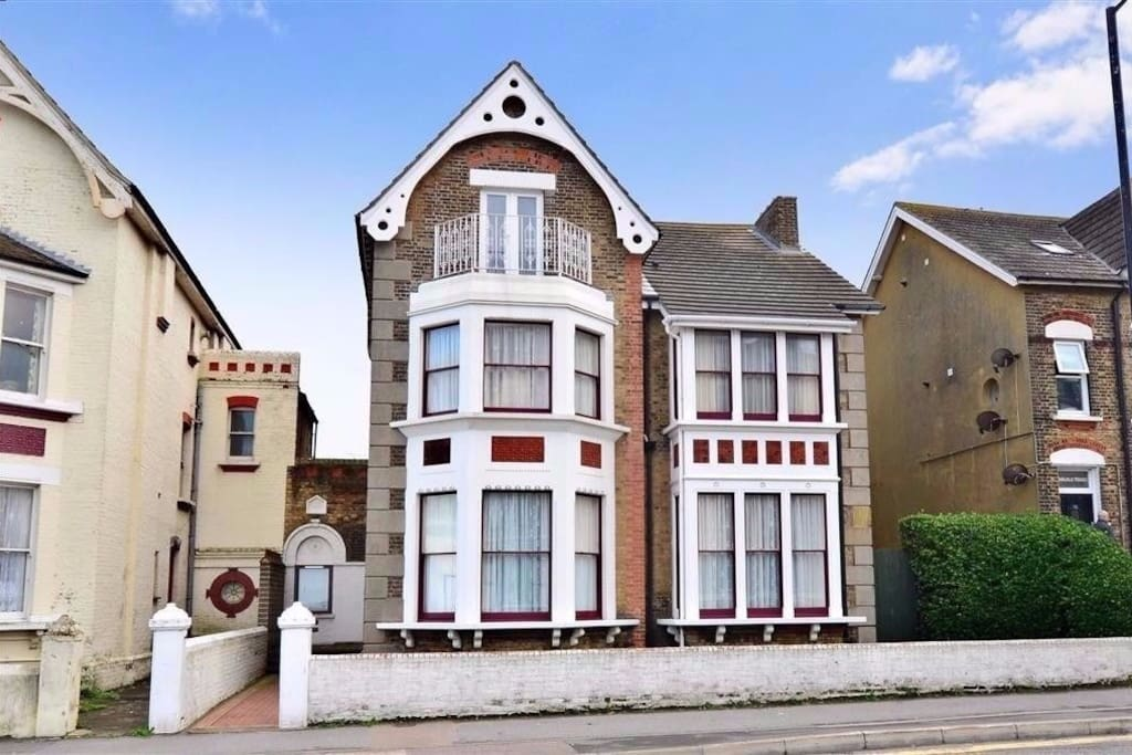 This spacious contemporary styled room is part of a beautiful 1879 built Victoria home, overlooking the Margate beach with a panoramic view which brings in the beach and Turner Gallery;  and marvellous sunsets