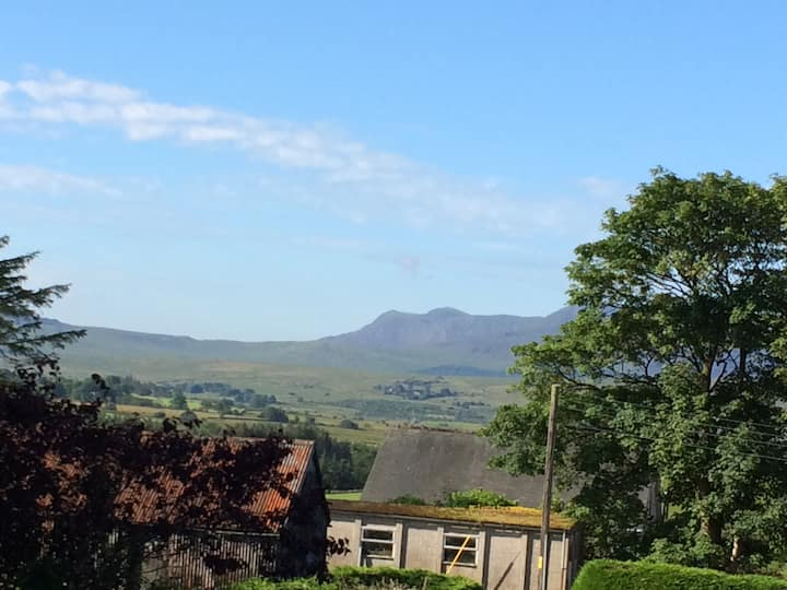 Stunning views, Snowdonia 25% weekly discount