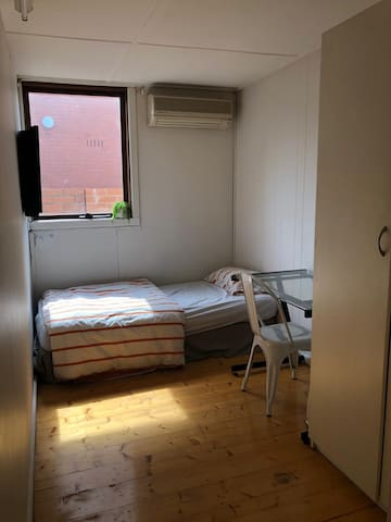 1 minute tram stop away - Private single room
